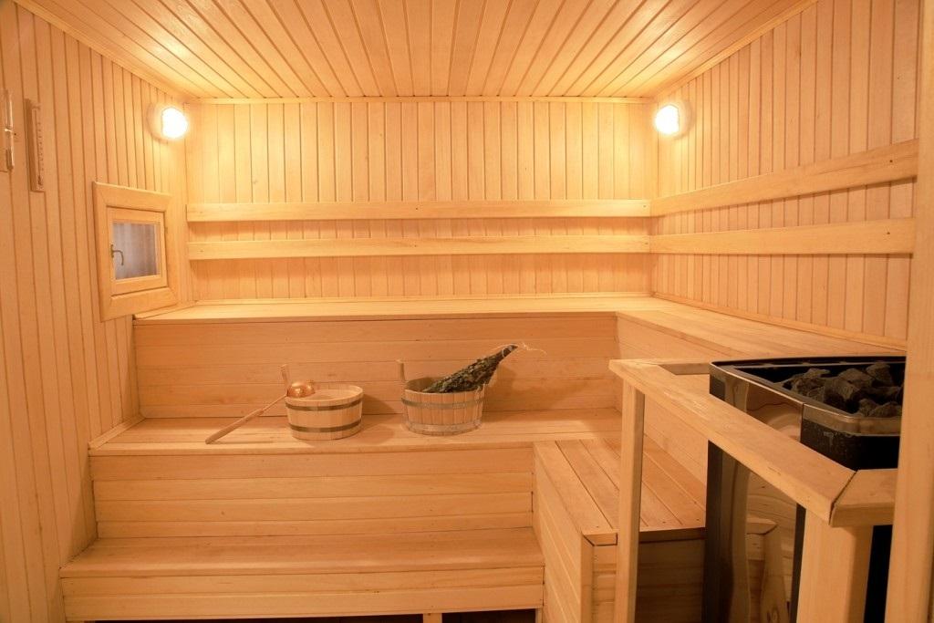 Угловой полок в бане